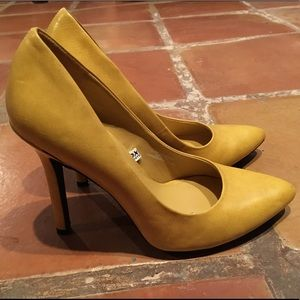 Mossimo yellow pointed toe heels